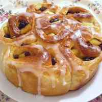 Sautéed Apple and Raisin Pull Apart Bread