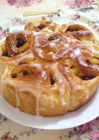 Sautéed Apple and Raisin Pull Apart Bread