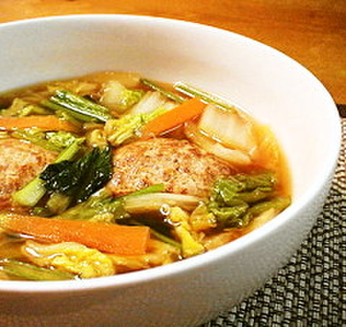 Chinese Cabbage and Meatball Soup