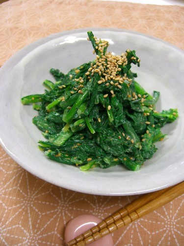 Easy Chrysanthemum Leaves with Sesame Seeds and Mayonnaise