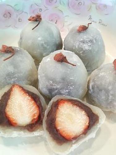 Strawberry Daifuku (Rice Cakes with Bean Jam)