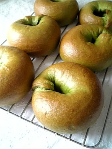 Fluffy & Chewy Soft Spinach Bagels