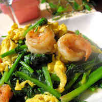 Colourful Stir-Fry with Prawns and Spinach