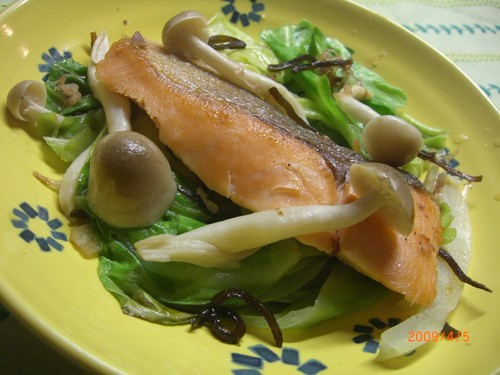 Pn-Fried and Steamed Salmon and Cabbage