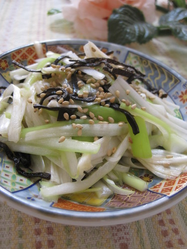 Healthy Japanese Leek and Salted Kombu Seaweed Salad