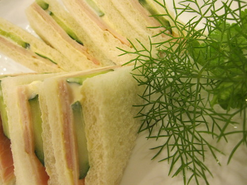 Juicy Sandwich with Ham & Cucumbers