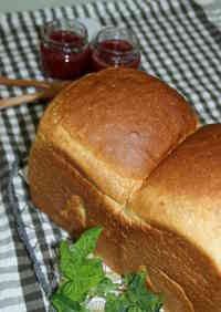 Light and Airy Domed-Top Shokupan (Square Loaf Bread)