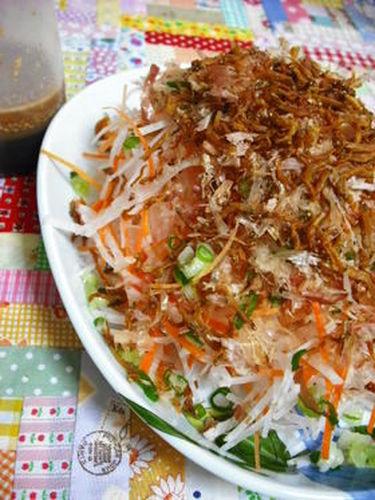 Daikon Radish & Carrot Salad with Crispy Jako