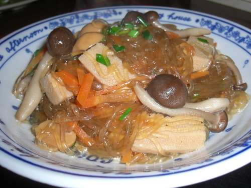 Low-Cal Cellophane Noodles Simmered with Mushrooms