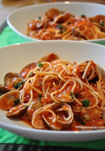 Tomato Pasta with Asari Clams and Bacon