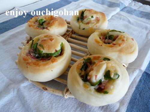Bacon, Spinach, and Cheese Rolls