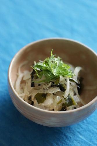 Macrobiotic ^^ Onion and Wakame Seaweed Tossed with Plum Vinegar
