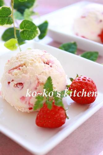 Rich and Smooth Strawberry and Fresh Cheese Ice Cream