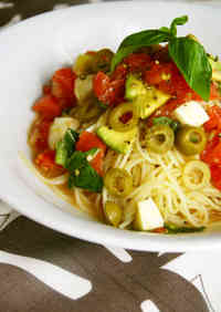 Caprese-Style Tomato and Avocado Cold Pasta