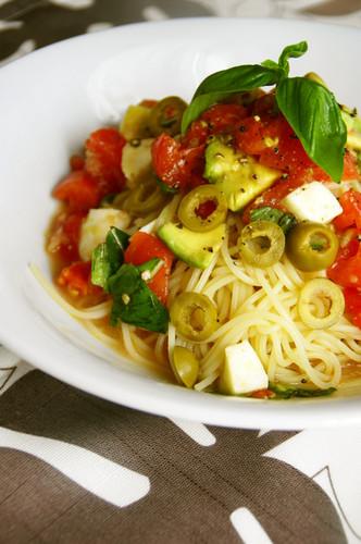 Caprese-Style Tomato and Avocado Cold Pasta