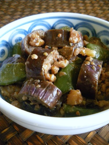 Eggplant and Green Bell Pepper Stir-fry with Sweet and Spicy Walnut Miso Sauce