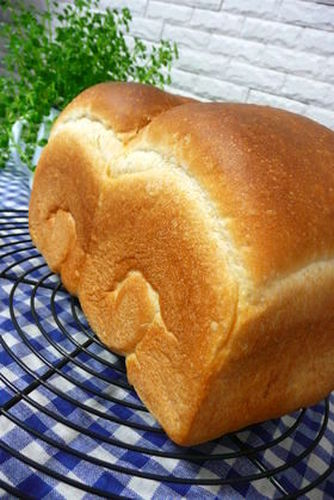 Our Family's Favourite Bread with Crispy Crusts