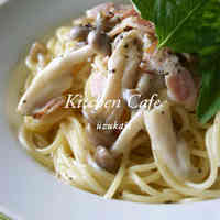 Pasta with Bacon, Shimeji Mushrooms and Cream Sauce