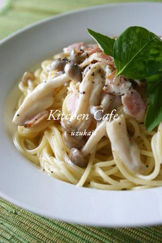 Pasta with Bacon, Shimeji Mushrooms and Cream Sauce