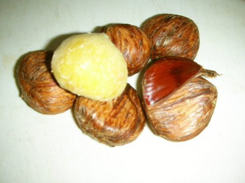 How to Peel and Boil Chestnuts Using a Pressure Cooker