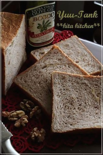 Whole Wheat Flour and Olive Oil Square Bread (One Loaf)