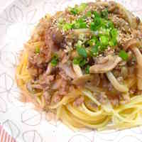 Gingery Minced Meat and Shimeji Japanese Spaghetti