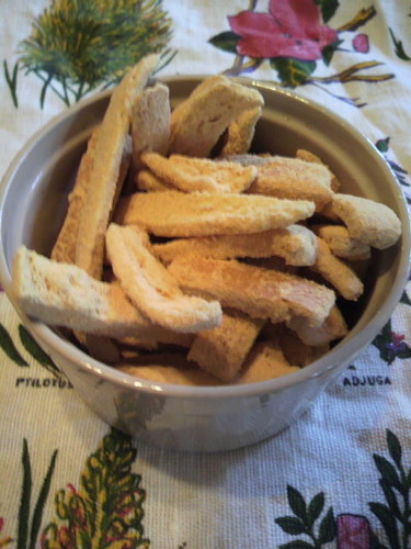 Cheap & Easy! Rusk-Style Bread Crusts Made in the Microwave