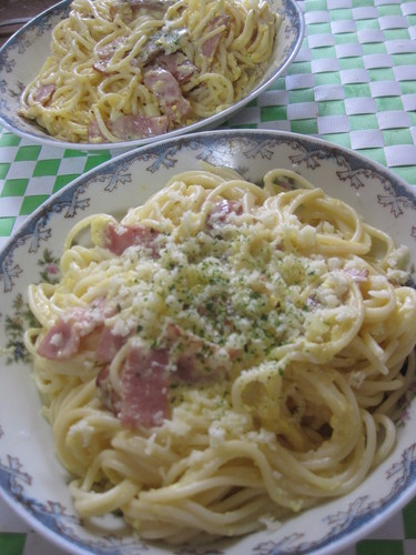 Easy Carbonara with Processed Cheese