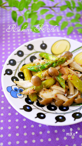 Stir Fried Shimeji Mushrooms and Asparagus with Tuna and Mustard