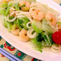 Simple Salt-Flavored Pan-Steamed Udon Noodles with Chinese Cabbage and Shrimp