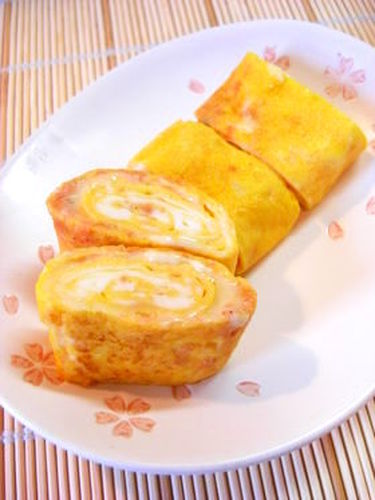 Tamagoyaki Japanese Omelettes with Salmon Flakes and Cheese