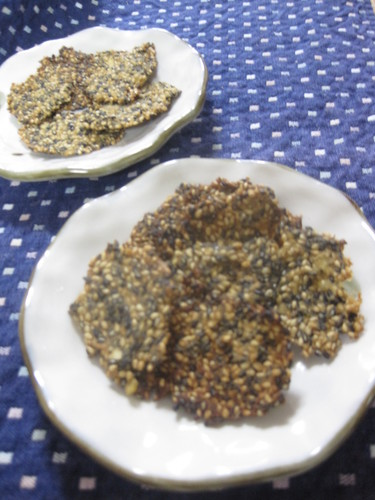 Thin Sesame Seeds Packed Sweet Potato Crackers