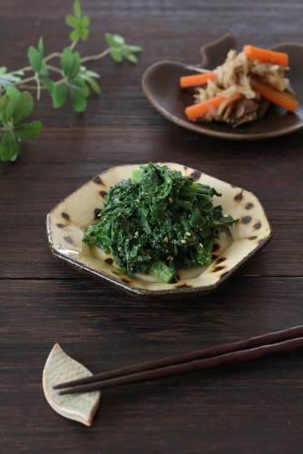 Chrysanthemum Leaf Namul (Korean-Style Salad)
