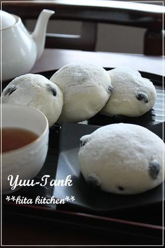 Just Like Mame-Daifuku? Kuromame (Black Soy Bean) Bread with Anko and Rice Flour