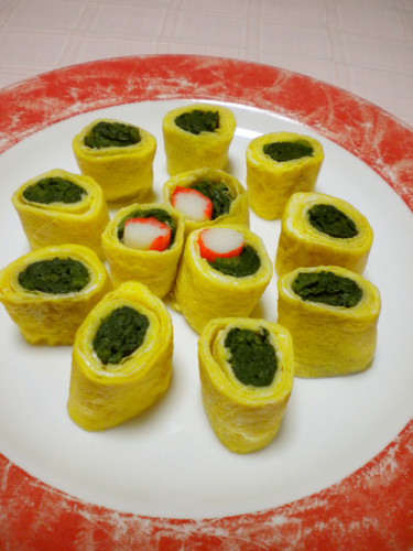 Rolled Omelette with Seasoned Spinach
